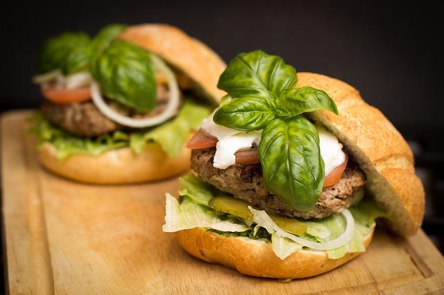 Küchenhelfer zum Kochen von bspw. einem leckeren Hamburger